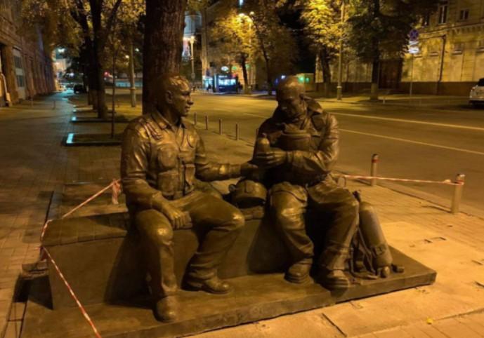 За верную службу. В Киеве установили памятник спасателям